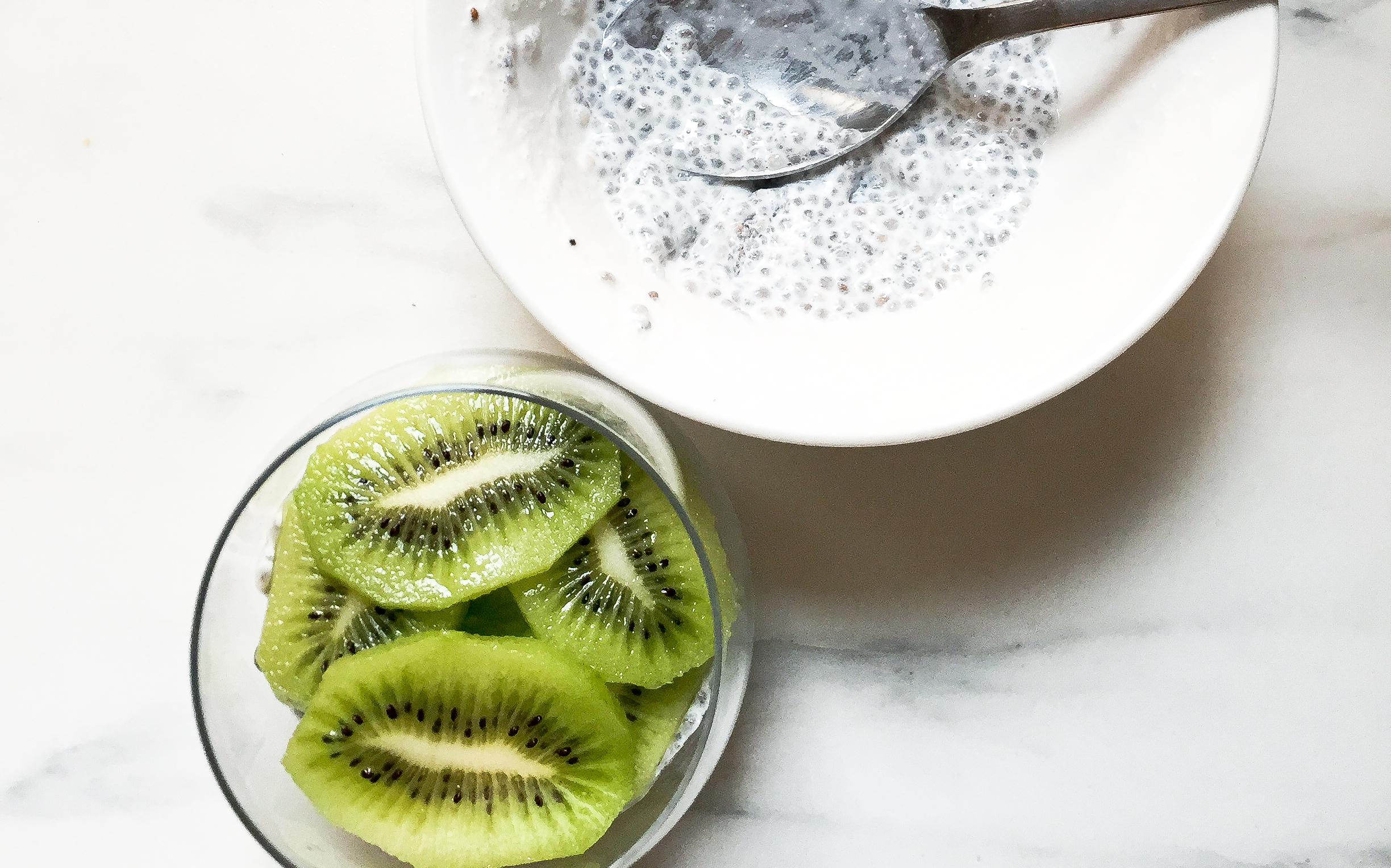CHIA SEED PUDDING WITH KIWI & SPIRULINA