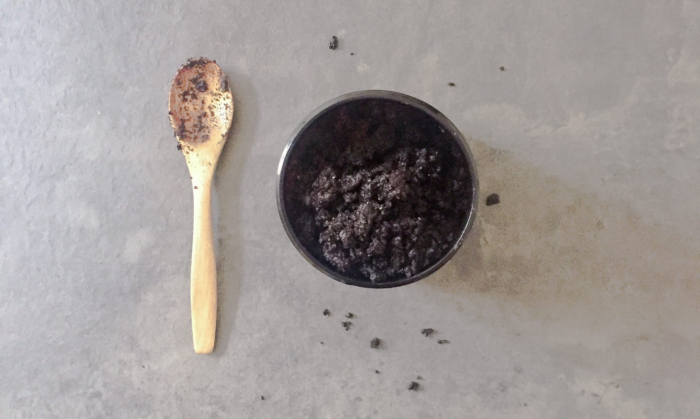 COFFEE BODY SCRUB: OUR DIY RECIPE