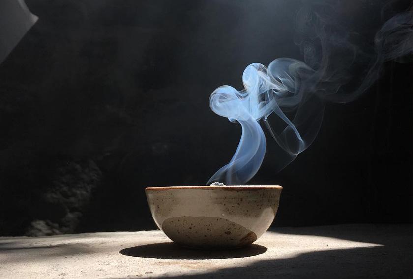 Incenso: 5 buone ragioni per aggiungerlo ai tuoi rituali quotidiani